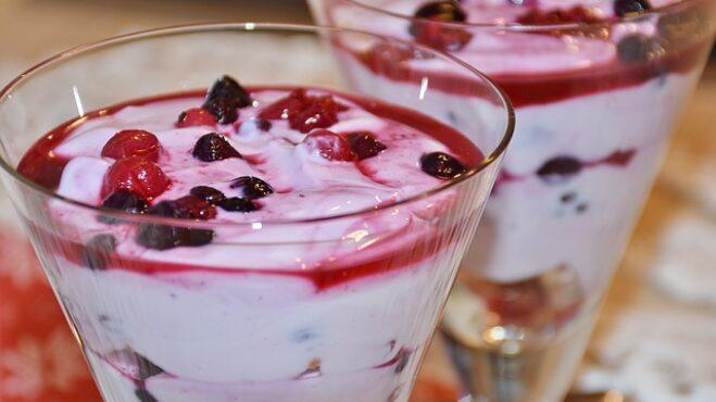 Chcete ochutnat opravdu dokonalý jogurt? Pak si ho budete muset připravit sami doma. Stačí vám jen 2 ingredience