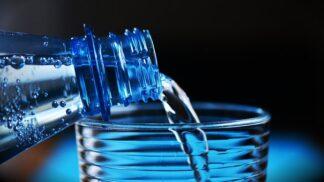 Voda v roli záškodníka: Kolik jí svému tělu denně dopřát a kolik už je moc? # Thumbnail
