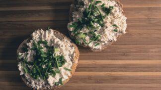 Milosrdná dieta: Sýr, který si můžete bez viny dopřát, i když toužíte po útlém pasu