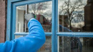 Jak umýt okna rychle a beze šmouh? Vyzkoušejte triky našich babiček # Thumbnail