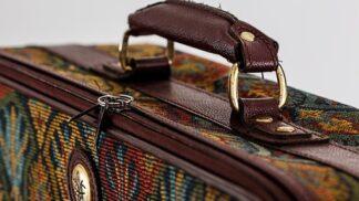Jak dopnout kufr a zároveň mít všechno potřebné? Zabalte si tak, abyste netáhla šest zavazadel