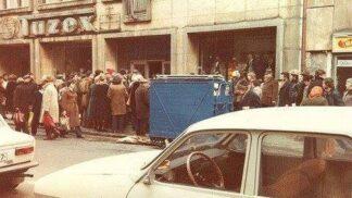 Zavzpomínejte na časy minulé: Vykšeftované džíny z Tuzexu se platily zlatem a čekalo se na ně dlouhé hodiny