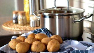 3 tipy na veganský bramborový salát, po kterém zvládnete dojít i na půlnoční!