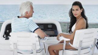 Proč se mladé dívky zamilují do staršího muže? Občas je to odraz problémů s otcem, jindy roli hrají životní zkušenosti a peníze