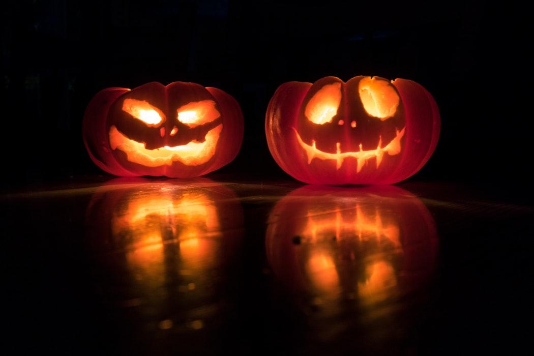 Halloween: Šílený vtipálek, hřebíky, žiletky i návykové látky
