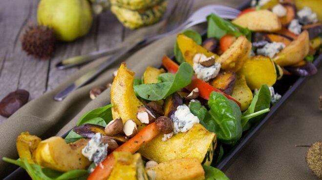 Syté podzimní saláty, které neomrzí: S létem čas zeleniny skončit nemusí. V kurzu jsou fazolky, dýně i celer s kapustou