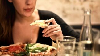 Jídelníček podle horoskopu: Kdo si ujíždí na bio potravinách a kdo dává přednost bůčku?