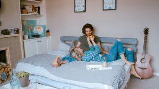Potvrzeno odborníky: Stelete si postel? Pak máte intenzivnější milostný život než ti, co to nedělají