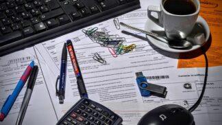 Platební morálka Čechů se zlepšuje: I přesto třetina podnikatelů a firem platí faktury po splatnosti