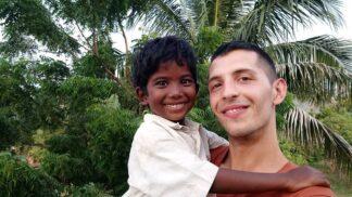 Český Rom v indickém sirotčinci: Po slávě v tamějších novinách útěk před ozbrojenci