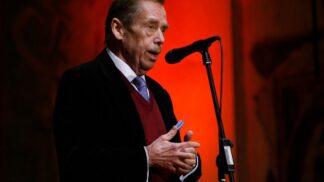 """Exprezident Václav Havel: """"Přirozenou nevýhodou demokracie je, že těm, kdo to s ní myslí poctivě, nesmírně svazuje ruce."""""""