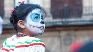 Den mrtvých neboli mexické Dušičky: Oslava smrti v ulicích, plná radosti a veselí