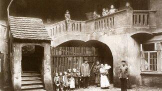 Strašidelné historky staré Prahy: O mrtvých dětech, bludném obchodníkovi nebo nevydařeném obchodu # Thumbnail