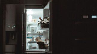Světlo v lednici není proto, abyste jí našla i po tmě: Konec nočním výletům.