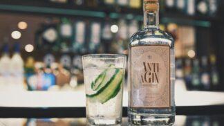 Omlazující gin slibuje, že budete po něm vypadat jako ze škatulky