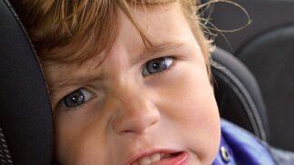 Cestování s dětmi: Jak předejít jejich zvracení v autě?