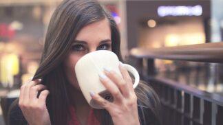Závislost na kofeinu: Co udělá s vaším tělem každodenní pití kávy?