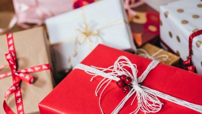 Horoskop vánočních dárků: Čím letos okouzlíte Blížence a u jakého znamení budete muset sáhnout hlouběji do kapsy?