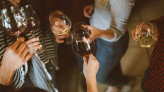 Horoskop letních drinků: S kým půjdete na Aperol a komu uděláte radost Mojitem?