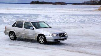 Hazard na ledě: Zamrzlé Lipno utopilo nejedno auto