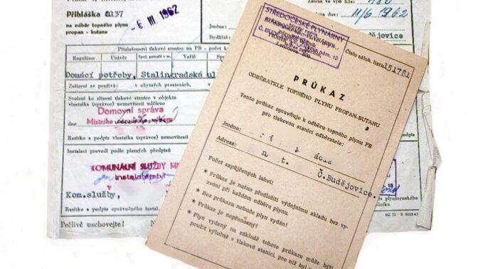Historické dokumenty: Jak vypadaly požadavky na úředníka, nabídka nevěstince nebo domovní list?