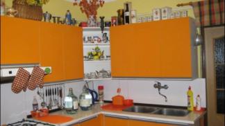 Retro bydlení: Kuchyně jako přes kopírák, vůně buchet a mírně toxické hliníkové příbory
