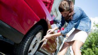 Smutná zpráva o mileniálech: Tři čtvrtiny netuší, jak se mění pneumatika
