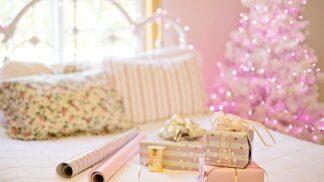 Estetika pod stromečkem: Jak zabalit dárky jednoduše a elegantně?