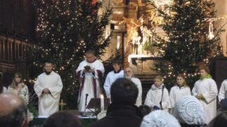 Tradice půlnoční: Cestou do kostela vytrávíte, dáte si svařák a třeba potkáte svatého Václava