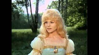 Krásná Zlatovláska: Dnes žije plachá herečka v ústraní, užívá si miliony a pláče nad stářím