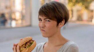 Nutit se do jídla může být zkáza: Nechutná-li vám, nejezte ho