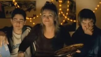 Nejoblíbenější české horské komedie: Vzpomínáte na hvězdu Snowboarďáků Tomicovou v roli úchylné paničky?