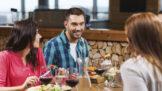 Pitný režim: Jak správně doplňovat tekutiny v průběhu jídla