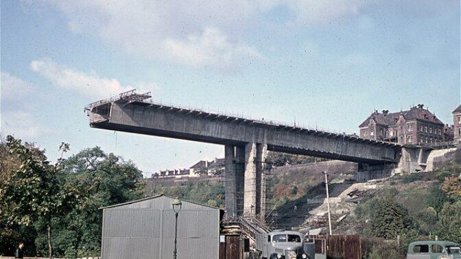 Nuselský most slaví v únoru narozeniny: Architektonický skvost, dopravní klička i smutné vysvobození