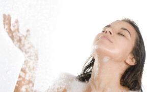 Dřevěné kartáčky na zuby, pratelné odličovací tampónky – jak změnit koupelnu na zdravou a ekologickou