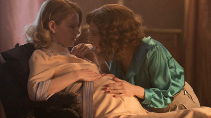Film Skleněný pokoj: Všichni museli mluvit anglicky. Zahrála si v něm i herečka ze Hry o trůny