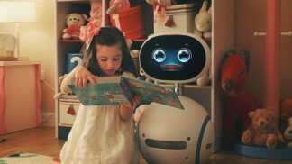 Tento levný robot je spolehlivější než hospodyně z masa a kostí. A ohlídá vám děti