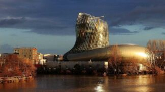 """Deset pater ochutnávek """"za hubičku"""". Francie postavila zábavní park pro milovníky vína"""