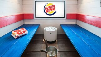 Vedro a burger jako tandem. Burger King otevřel fast-foodovou saunu. A hned získal cenu!