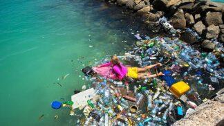 Vědci objevili nový způsob, jak přeměnit plastový odpad na tekuté palivo
