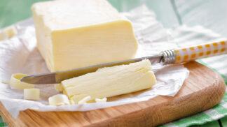 Co si namazat na chleba: Máslo nebo margarín? Jeden je údajným původcem všeho zlého