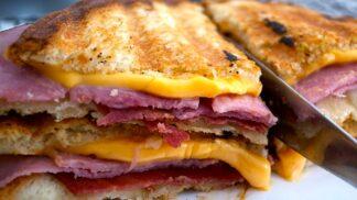 S pestem, avokádem nebo nutellou. 8 způsobů, jak ještě vylepšit grilovaný sýr