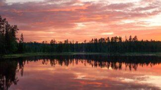 13 fantastických fotek, které zachycují drsnou krajinu severských zemí v něžném letním světle