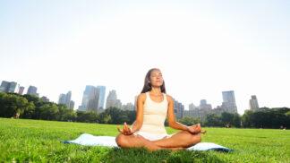 Desetiminutová meditace zabije únavu i roztěkanost. Zkuste ji s populárním expertem!