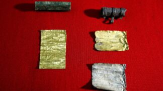 Srbští archeologové objevili nesmírně vzácné zlaté a stříbrné ruličky s magickými zaklínadly