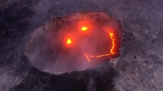 """Chrlení lávy je zábava: Havajská sopka se během erupce """"usmívala"""""""