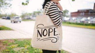 Látkové tašky jsou ve skutečnosti méně ekologické než plastové. Zapomnělo se na jejich výrobu