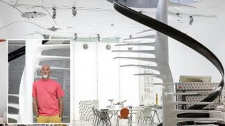 """Designér počítačů značky Apple prodává svůj dům. Má střešní zahradu i """"nebeské"""" schodiště"""
