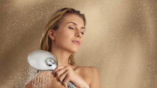 Každodenní sprchování je škodlivé. Jak často bychom se měli mýt?