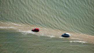 Plavky s sebou: Tahle silnice je dvakrát denně pod vodou
